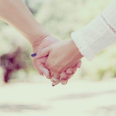 De verschillen tussen trouwen en een geregistreerd partnerschap