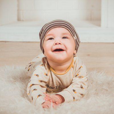 Het bestellen van schattige babykleertjes